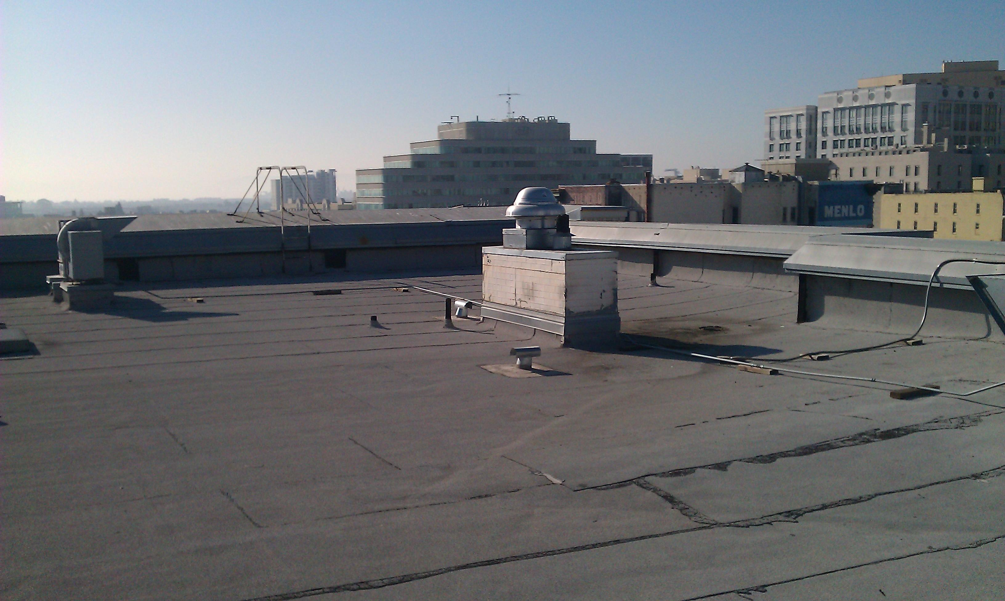 Varnostniki Sintala na strehi zadržali kar šest vlomilcev. (c) http://broaden-bcg.com/