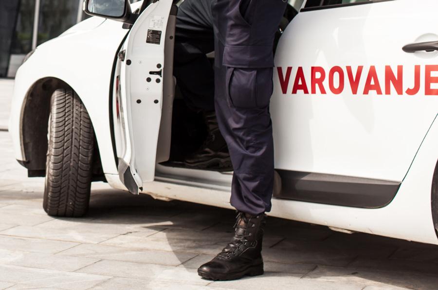 Varnostnik-intervent koncerna Sintal je v petek zadržal dva tatova.
