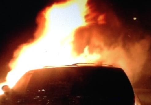 Varnostnica Sintala je pogasila goreča vozila.
